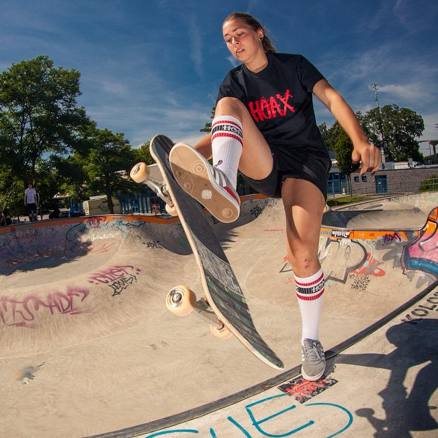 Catherine Marquis, sweeper at the Bergfest, more rad pics here: https://www.storehouse.co/stories/b4sms-bergfest-contest-2015  #Bailgun #Bergfest #Monsterbowl #Bergfidel #Skatepark  @cup_cake_cathy