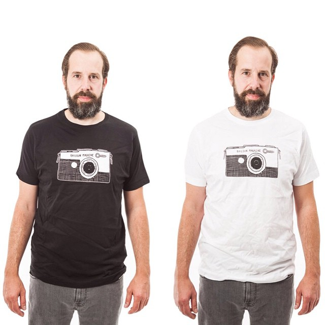 The brand new Bailgun Shirts are available now!!! You can order them from the friendly folks at www.blackheavenshop.com  The shirt graphic is a homage to the beautiful Olympus Pen F, the smallest 35mm SLR camera. Thanks to Alex for drawing the design for the shirt and Benjamin Gauda for the high quality screen print. The Shirts are certified by the Fairwear Foundation! @koloss_skateboards @aexelette #Bailgun #T-Shirt #OlympusPen