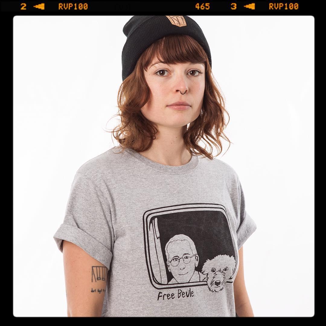 Es gibt noch ein paar letzte Free Beule Shirts. Größen: S, L, XL.  Solange der Vorrat reicht.  #FreeBeule #RipGovi #Bailgun