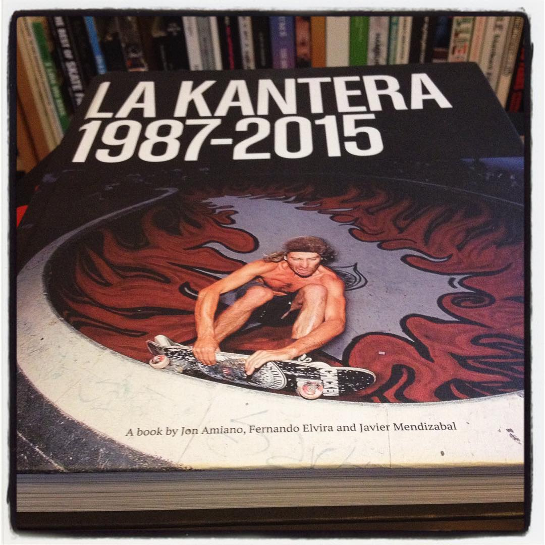 Nice surprise in the in the mail the other day. Some more skate history to read. LA KANTERA 1987-2015. Javier Mendizabal, Jon Amiano and Fernando Elvira made a great book about that legandary spot in the Bask Country,  with tons of good stories. Go get the book or even better go there and shred some concrete. Thanks @javiermendizabal @frugitaner #jonamiano #Bailgun #LaKantera #skateboarding #pool #bowl #skatepark