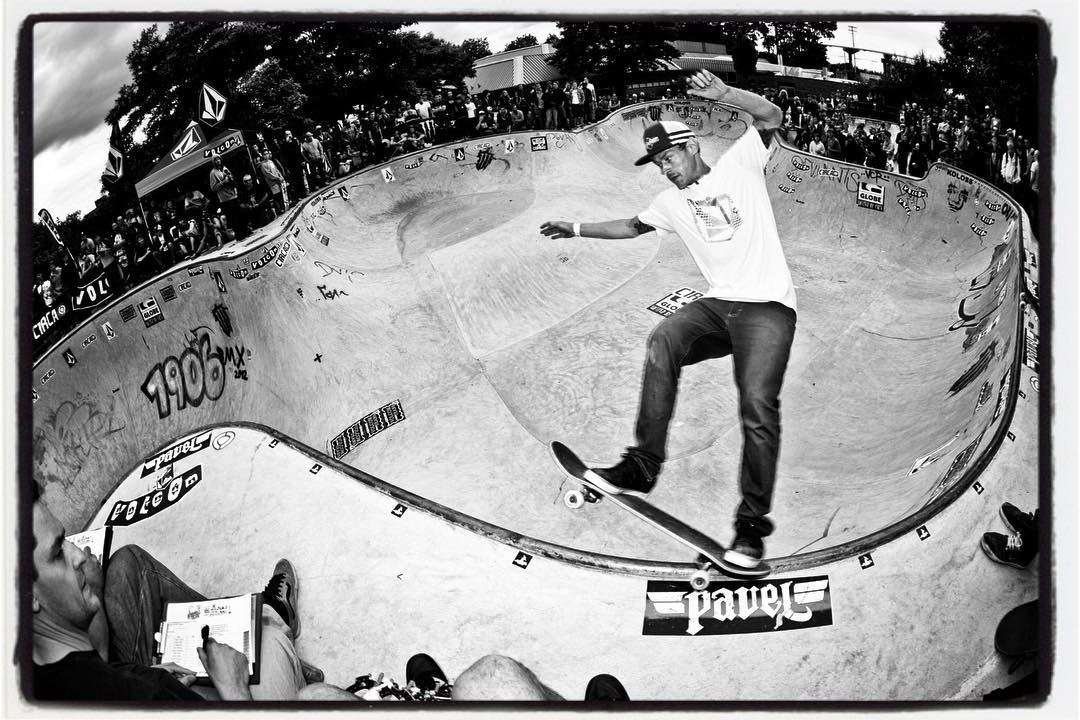#throwbackthursday Jürgen Horrwarth, corner grind at the Bergfest 2012.  HBD Jürgen keep on shredding. #bergfest #monsterbowl #bergfidel #concrete #pool #Bowl #skateboarding #bailgun #gerdrieger.com