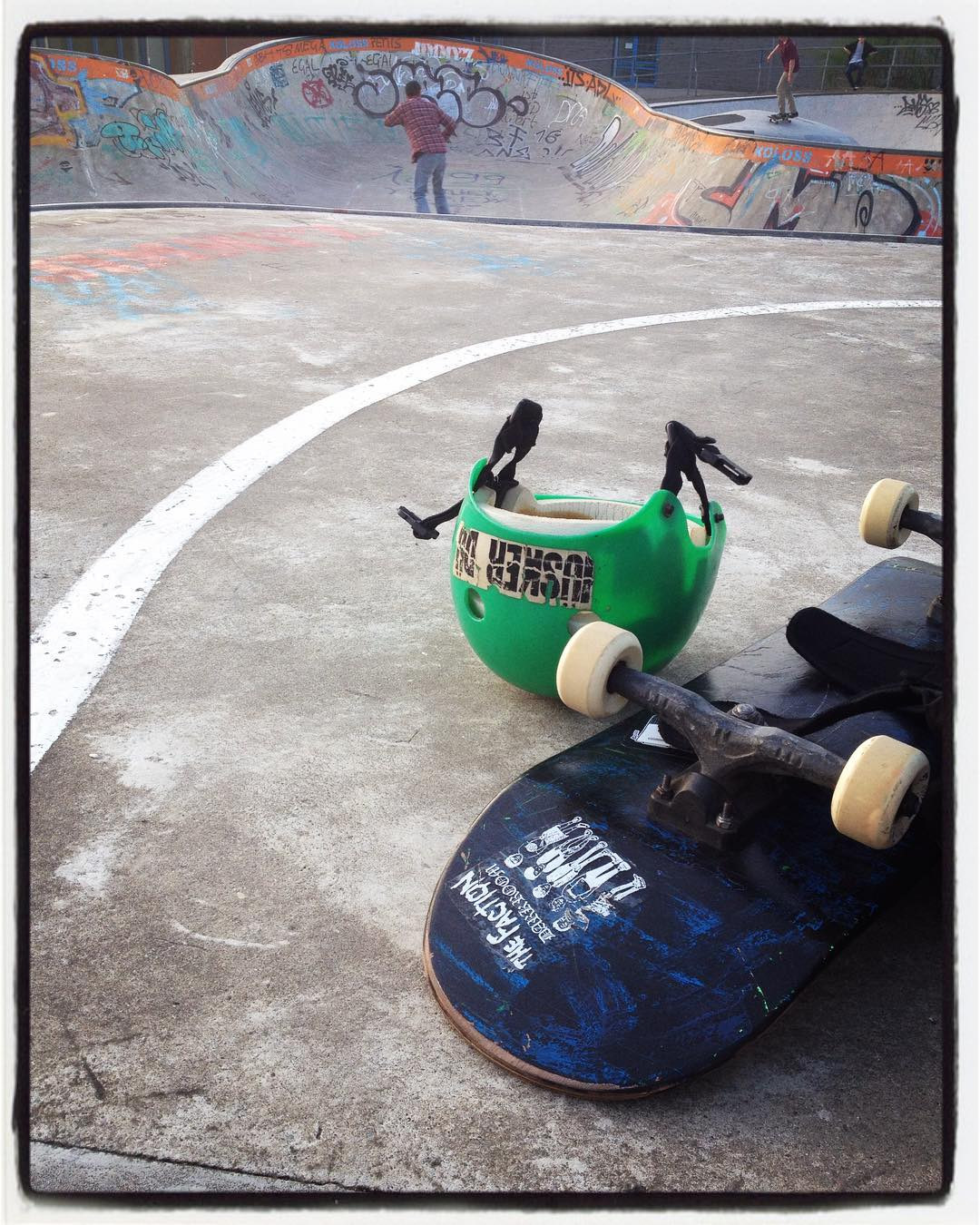 Todays After work session at the Berg with Lui and Novak. Some cool stickers on Lui's ride. #bergfidel #monsterbowl #pool #bowl #concrete #bailgun
