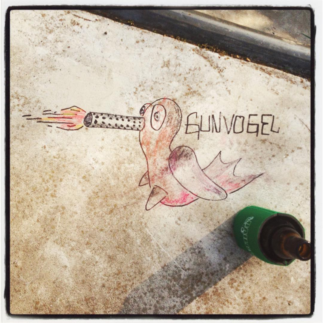 The #gunvogel by @sledge_instahammer #streetart #bergfidel #monsterbowl  #bailgun
