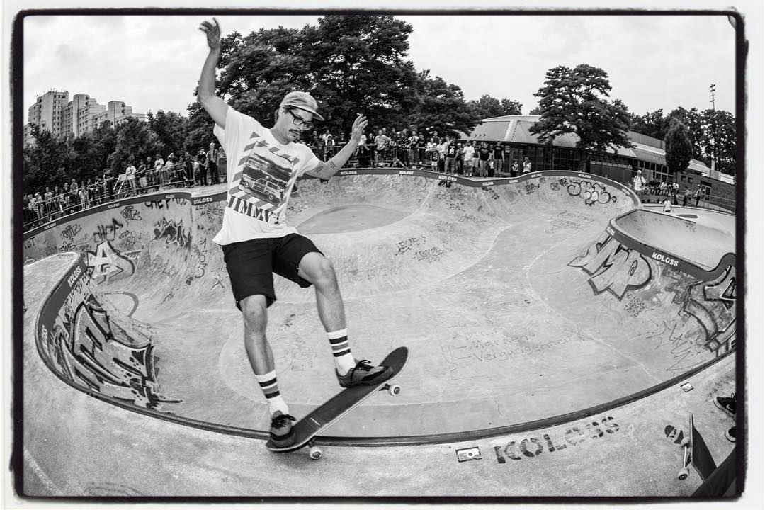 Local shredder Tom on the way to 3rd place pro at the Bergfest 2017. Thanks to everybody who made the best poolparty happen again. It was a blast!!! #bergfest #bergfidel #skateboarding #poolparty #pool #bowl #concrete #kolossskateboards  #minusramps #bailgun