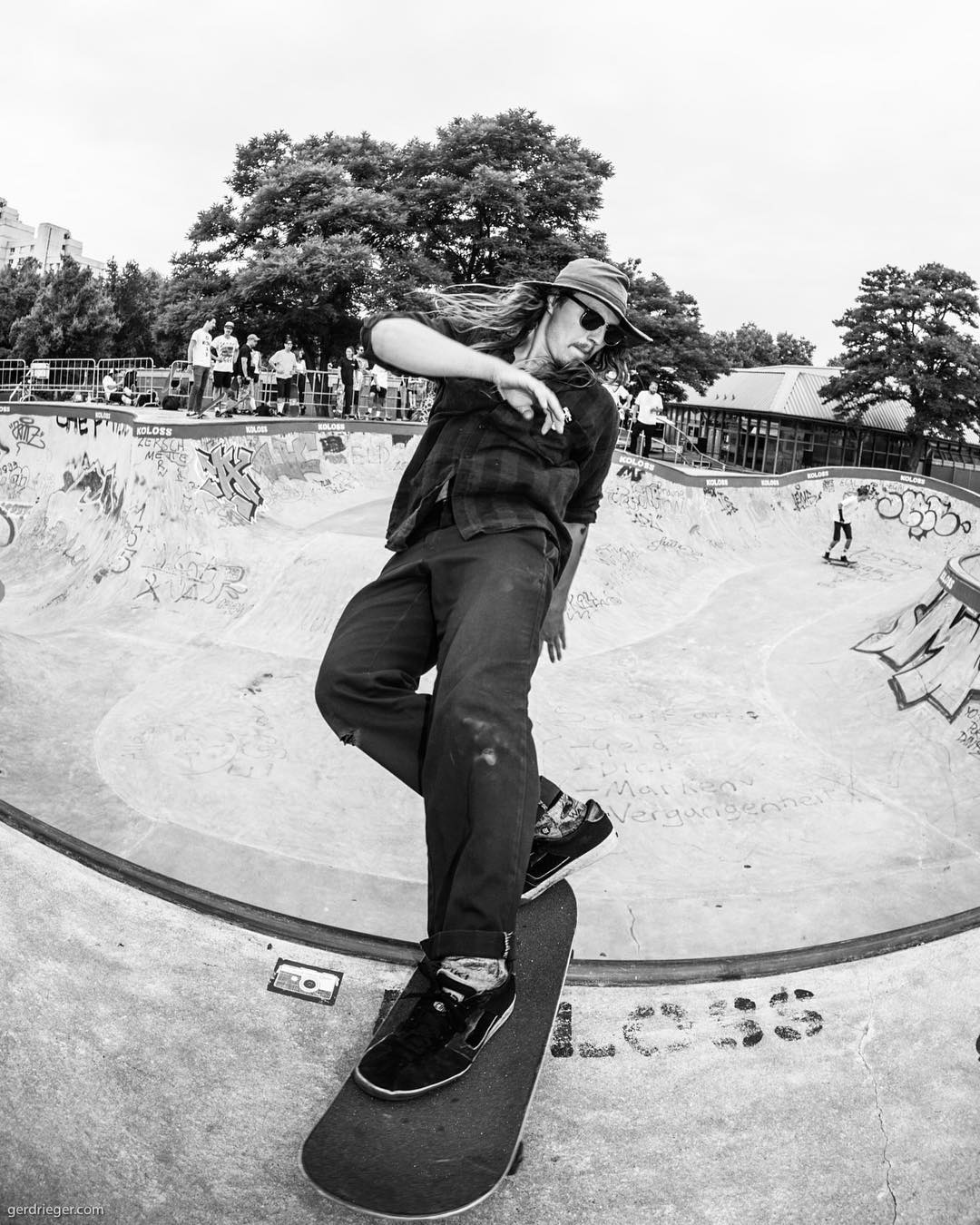Luka Windhund with a nicely decked out front rock at the BERGFEST last weekend. See more photos and article over on the Bailgun site. www.bailgun.com/category/news #bergfest #bergfidel #poolparty #pool #bowl #concrete #skateboarding #bailgun #kolossskateboards #minusramps #bierenergie #monsterbowl