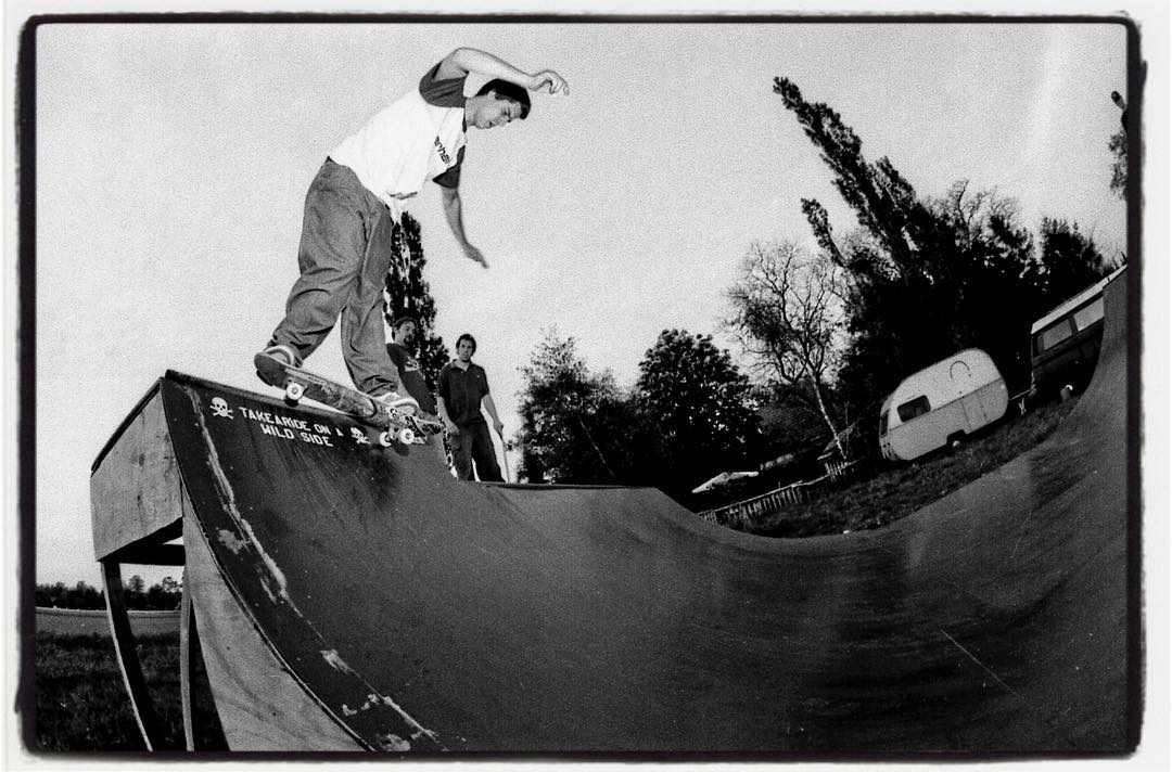 #flashbackfriday and A late HBD to @danslash 'taking a ride on the wild side', on a ramp we accidently found while we were on the road looking for something completely differend and found this miniramp in somebodys backyard and had the funnest session with the locals. #skateboarding #miniramp #ramp #diy #backyard #montygrind #bailgun #gerdrieger.com