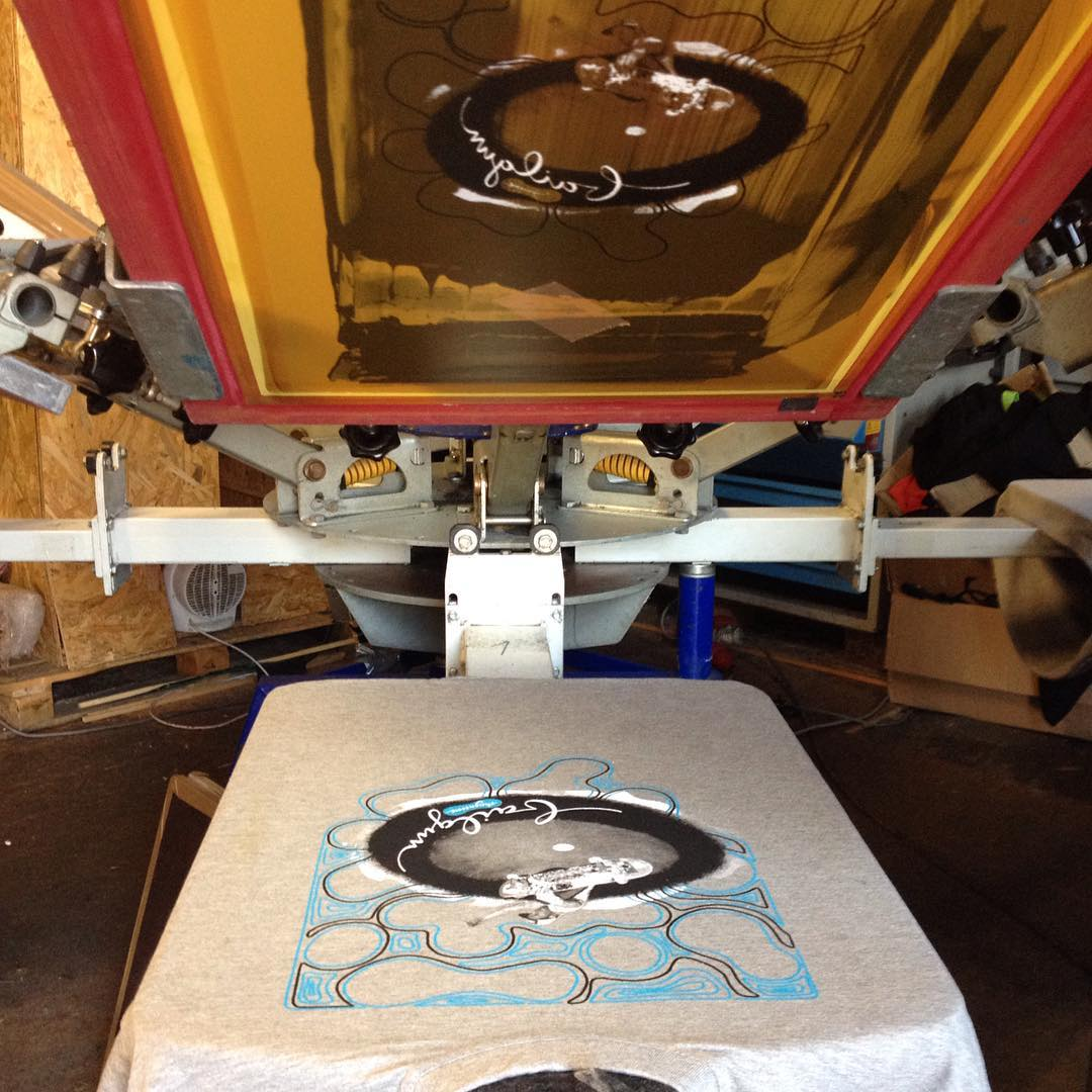 Some new Bailgun shirts in the making. Thanks @juliluft for the cool design. Printed by @sepiar at the Zentrale. @zentrale-ms #tshirt #shirt #screenprinting #siebdruck #design #bailgun #zentrale #sepiar