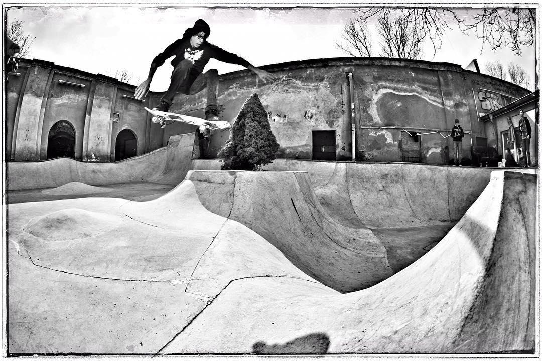 #throwbackthursday A young Tom Schulze ollie from bump to bowl at Mellowpark in Berlin, 2012. #skateboarding #bowl #concrete #diy #mellowpark #ollie #bailgun #gerdriegerphotography