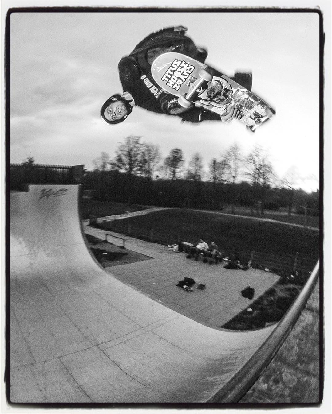 #flashbackfriday another one of Beule. Indy air above the old metal vert ramp at the Rheinaue in Bonn. Check out www.freebeule.de for Info about hin and how to help. #skateboarding #vert #halfpipe #indyair #gunnair #bonn #rheinaue #freebeule #bailgun #gerdriegerphotography