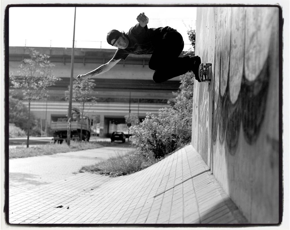 #flashbackfriday Andre Neubert, wallride in Dortmund a few or more years ago. Shot on film with a Pentax 6x7 #skateboarding #street #wallride #minusramps #pentax67 #6x7 #mediumformat #analog #filmphotography #ilford #hp5  #bailgun #gerdriegerphotography