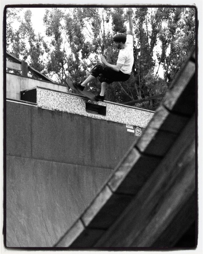 #flashbackfriday Sasha Müller, frontside feeble over the deathbox at Bernd Jahnel's old vert ramp in Moos. Had some good sessions on this ramp. #skateboarding #vert #halfpipe #ramp #bailgun #magazine #gerdriegerphotography