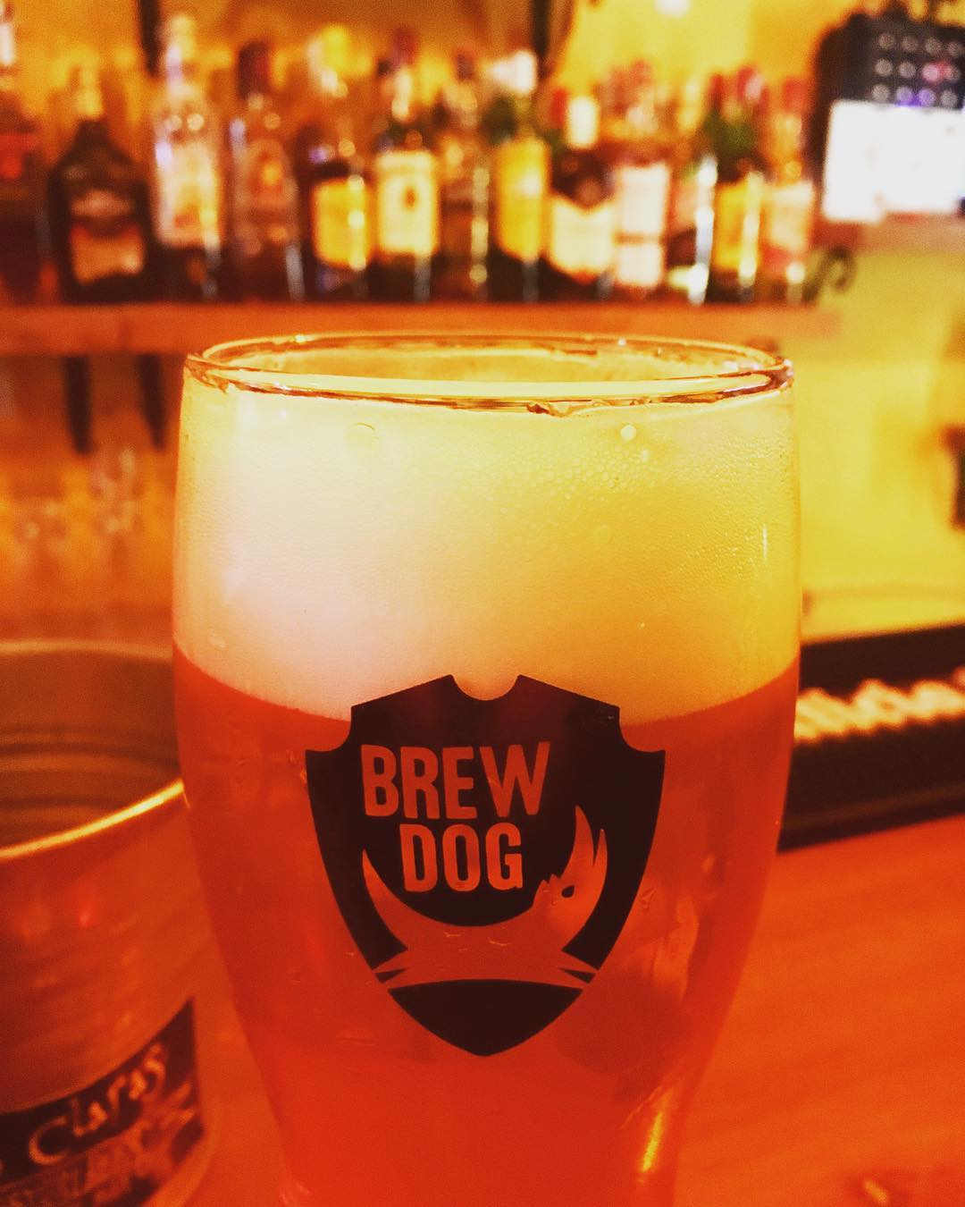 Time for a Brew Dog. Cheers #bierenergie #schmiersuff #beer #bier #lasclaras #bar #bailgun