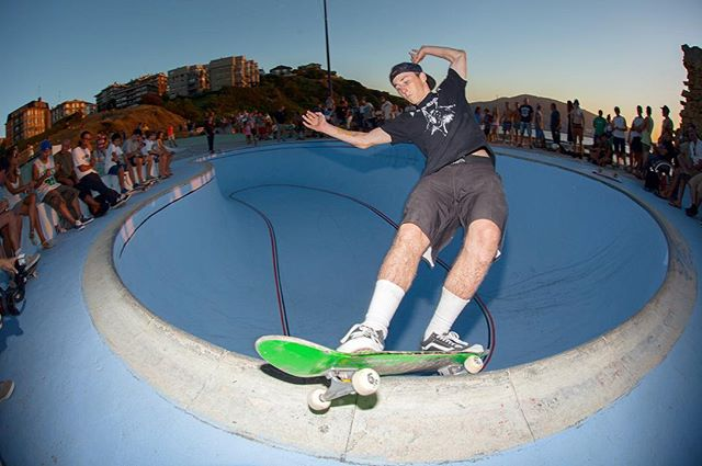 #throwbackthursday Chris Russell frontside feeble grind in the La Kantera deepend at the Bowlarama contest 2014. #skateboarding #pool #bowl #concrete #grind #chrisrussell #gexto #lakantera #bailgun #magazine #gerdriegerphotography