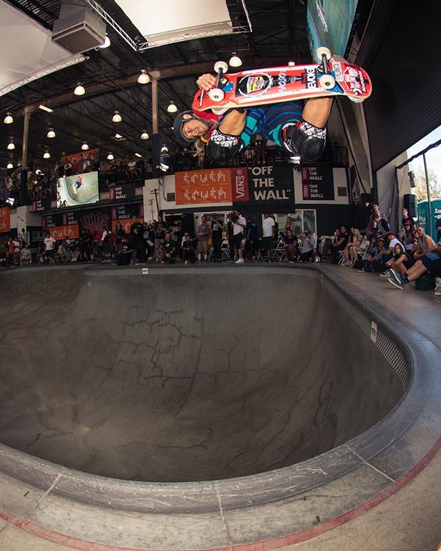 #flashbackfriday Christian Hosoi BSA in the corner of the square pool of the Vans Pool Party 2014. #vanspoolparty #vansoffthewall #vanspoolparty2014 #hosoi #pool #bowl #concrete #skateboarding #bailgun #magazine #gerdriegerphotography