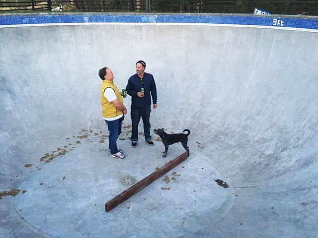 Gonna skate this concrete piece of art today with Wolfgangster and David. #skateboarding #pool #bowl #diy #concrete #dailygrind #bailgun #magazine