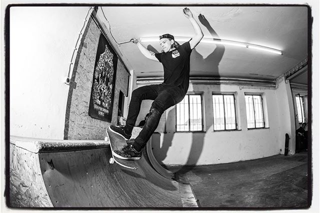 #flashbackfriday Markus  throws down a smith at the Zentrale on GSD 2015. #skateboarding #diy #zentrale #kolossskateboards #bailgun #gerdriegerphotography