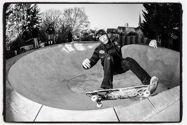 Happy belated birthday Dietsches! Keep on grinding! #omsa #dietsches #skateboarding #grind #concrete #pool #bowl #backyardpool #diy #bailgun #magazine #gerdriegerphotography