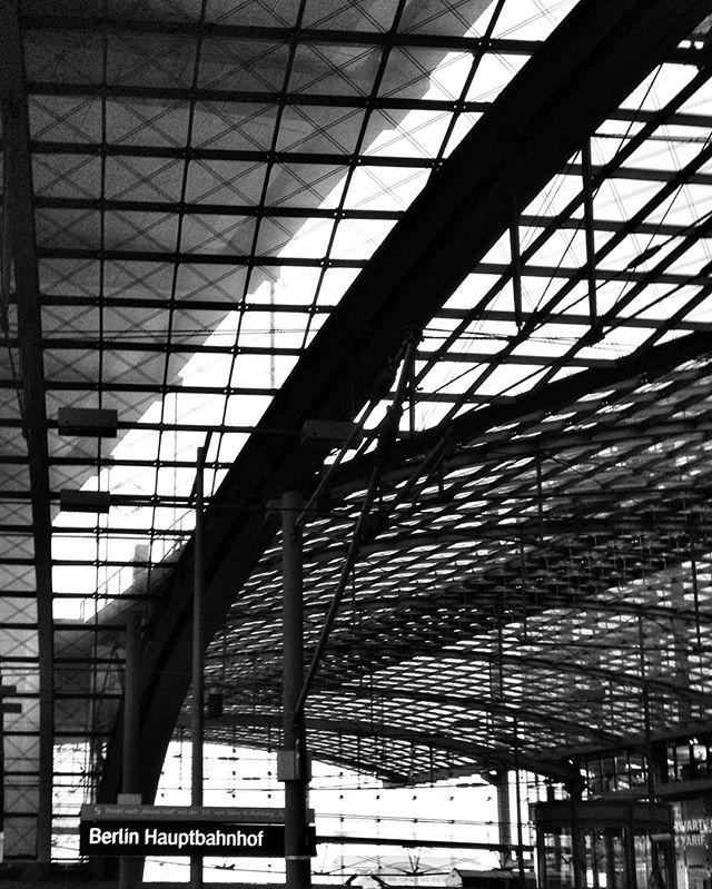 Hello Berlin. #berlin #hbf #bahnhof #cpo #bw #sw #bailgun #magazine #gerdriegerphotography