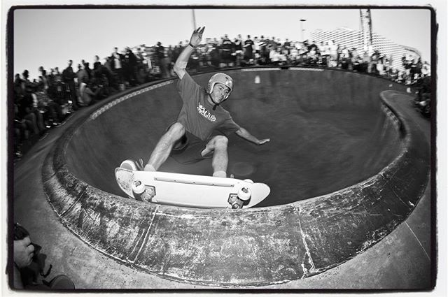 #flashbackfriday with Txus Dominguez and a speedy frontside carve grind in the kidney pool at Malmö's Stapelbäddsparken, Ultra Bowl – 5, 2013 #txusdominguez #skatemalmo #stapelbäddsparken #skateboarding #pool #bowl #concrete #ultrabowl #bailgun #gerdriegerphotography