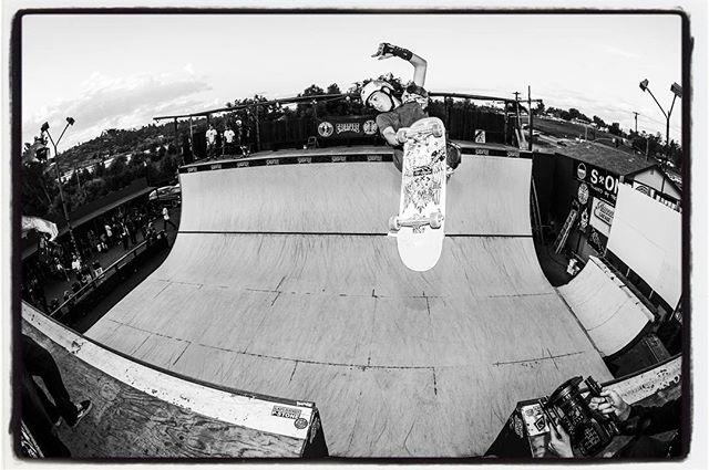 #flashbackfriday Alessandro Mazzara, crossbone lien air over the channel at the Rumble 8. #rumbleinramona #rumbleinramona8 #rumboarusia2018 #keepvertdead #vert #ramp #halfpipe #skateboarding #bailgun #magazine #gerdriegerphotography
