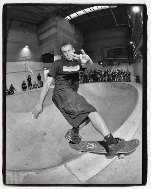 #flashbackfriday Another one from the Simparch Bowl at the Documenta in Kassel, this one is the above view with Pudi and a perfectly decked out front rock in front of an art crowd at one of the biggest art shows, the Documenta. #skateboarding #pool #bowl #documenta #art #analogphotography #filmphotography #35mm #ilford #hp5 #eos1n #bailgun #magazine #gerdriegerphotography