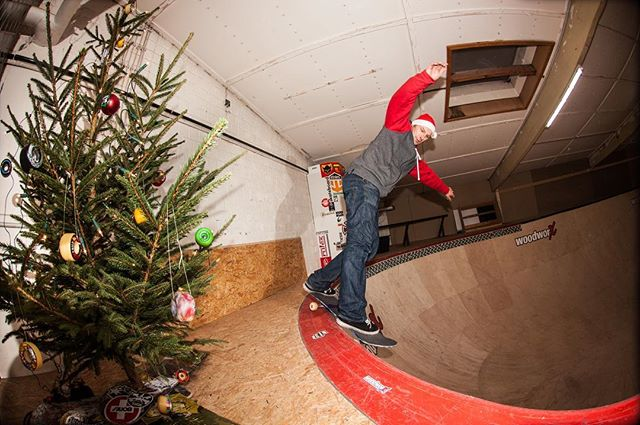 Happy Holidays! Philipp Böck, Monty grind in his bowl, from the xmas session 2013. The Bowl is history now. Last session was two days ago… #skateboarding #xmas #pool #bowl #diy #montygrind #woodworx #bailgun #magazine #gerdriegerphotography