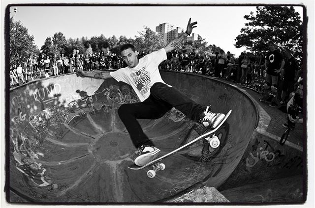 #flashbackfriday The Berg Fidel skatepark with the #monsterbowl has it's 30th anniversary and the Berfest Session it's 10th!!! Björn Klotz, lipslide channel, 2009. Don't miss tomorrow's Back To The Berg session!!! #backtotheberg #monsterbowl #bergfiedel #skateboarding #pool #bowl #concrete #björnklotz #lipslide #bailgun #magazine #gerdriegerphotography