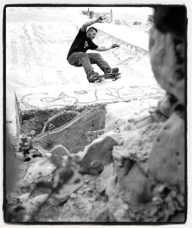 #flashbackfriday Matt Grabowski grinding the La Kantera 1/4 pipe, 2004. Looking forward to skate La Kantera with everybody in a few hours. #skateboarding #lakantera #pool #bowl #concrete #gexto  #algorta #mattgrabowski #minusramps #bailgun #magazine #gerdriegerphotography