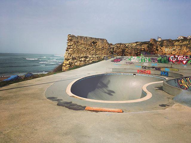 Reststop Gexto. #lakantera #gexto #algorta #pool #bowl #concrete #bailgun #magazine